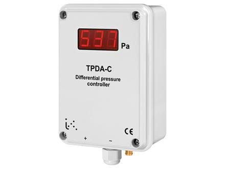 Differential pressure transmitter with built-in controller and display